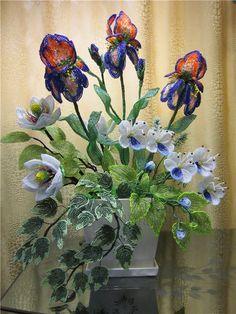 "Композиция ""Весенний сон"" (много фото) | biser.info - всё о бисере и бисерном творчестве French Beaded Flowers, Wire Flowers, Paper Flowers, Ikebana, Beaded Crafts, Weaving Art, Button Art, Handmade Flowers, Flower Making"