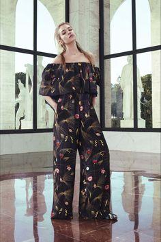 Sfilata Fendi Roma - Pre-collezioni Primavera Estate 2017 - Vogue