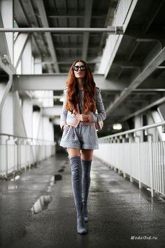 Одежда на весну номер один - это пальто, а вот обувь номер один на весну 2015 - это сапоги. В этом сезоне они должны быть замшевыми и выше колена. Какой образ можно составить с высокими сапогами разбираем в этой публикации.