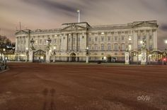 "Tonight the ""Royal Standard"" flag flies which signifies the Queen is in residence at the palace. Over been here several times but today is my first time seeing this flag. 