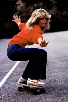 vintage everyday: 37 Beautiful Portraits of The 70's Fashion & Style Icons Farrah Fawcett, catching that asphalt wave.
