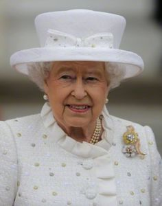 Queen Elizabeth II on a state visit to Germany June 2015. Hat by Angela Kelly. I love the shape of this one, it reflects the hats worn by Yeomen Warders at the Tower of London. Found on a brilliant blog on royal hats