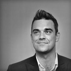 Black and white Robbie Williams Take That, William Black, Black And White Love, Celebrity Portraits, Robin Williams, Music Bands, Music Artists, Light In The Dark, Boy Bands