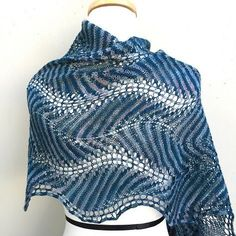Knitting Patterns Shawl Ravelry: Shetland Ruffles pattern by Kieran FoleyRavelry: Shetland Ruffles pattern by Kieran Foley. This pattern has such a cool effect on variegated yarnShetland Ruffles is a two color feather and fan stripe with sinuous curves. Lace Knitting Patterns, Shawl Patterns, Knitting Stitches, Knitting Designs, Hand Knitting, Knitted Poncho, Knitted Shawls, Crochet Scarves, Crochet Clothes
