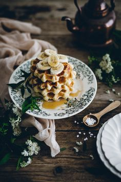 Belgian waffles - Carnets Parisiens Beignets, Crepes, Nutella, I Love Food, Good Food, Belgian Waffles, Fall Dinner, Pancakes, Recipe Of The Day