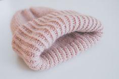 Chunky_Beanie (2 of 9) Crochet Chart, Diy Crochet, Knitting Patterns, Crochet Patterns, Crochet Accessories, Knit Beanie, Handicraft, Pretty In Pink, Needlework