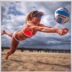 April Ross makes it look easy! Beach Volleyball Game, Volleyball Poses, Volleyball Outfits, Women Volleyball, Volleyball Players, Rio Olympics 2016, Summer Olympics, Olympic Gymnastics, Olympic Games