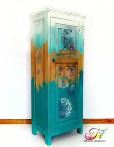 Bohemian style stable Source by Teal Painted Furniture, Chalk Paint Furniture, Refurbished Furniture, Upcycled Furniture, Unique Furniture, Furniture Makeover, Furniture Decor, Bohemian Furniture, Furniture Restoration