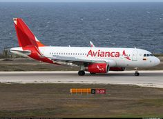 Finally I have a photo of Avianca's sharklet engine powered I've been waiting some time for this :-) - Photo taken at Willemstad / Curacao - Hato (CUR / TNCC) in Curacao on August Jets, Airplanes, Engine, Aircraft, Vehicles, Pictures, Colombia, Historia, Photos