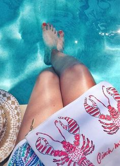 """Lilly Pulitzer """"Pinch Me"""" Lobster Printed Large Pick Me Up Pouch styled by @glitterguide"""