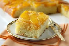 Amish Peach Upside-Down Cake – Amish Amish Recipes – Amish Cooking Flan, Just Desserts, Delicious Desserts, Peach Upside Down Cake, Pennsylvania Dutch Recipes, Cake Recipes, Dessert Recipes, Peach Cake, Brownie
