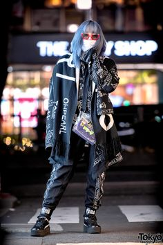 Japanese street fashion icon Shoushi on the street in Harajuku last night wearing a monochrome look with items from Freak City, KTZ, Fenty, Miu Miu, and Oh Pearl Harajuku. Japan Street Fashion, Tokyo Fashion, Harajuku Fashion, Asian Street Style, Tokyo Street Style, Quirky Fashion, Korean Fashion, Grunge Outfits, Fashion Outfits