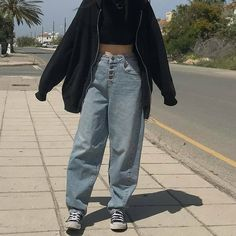 Find images and videos about fashion, grunge and mom jeans on We Heart It - the app to get lost in what you love. Indie Outfits, Retro Outfits, Cute Casual Outfits, Grunge School Outfits, Cute Grunge Outfits, Grunge Winter Outfits, Grunge Clothes, Vintage Outfits, Hipster Outfits
