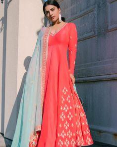 Indian Suits, Indian Wear, Pakistani Dresses, Indian Dresses, Punjabi Dress Design, Heavy Dresses, Indian Tunic, Kurta Designs Women, Ethnic Outfits
