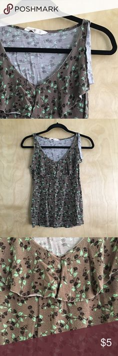 Old Navy floral tank top 🌸 XS Old Navy floral tank top in GUC. Soft, comfy, & cute! 🌸 Old Navy Tops Tank Tops