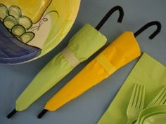 Dress your spring table with these adorable Umbrella Wrapped Utensils. A very easy craft for spring time!