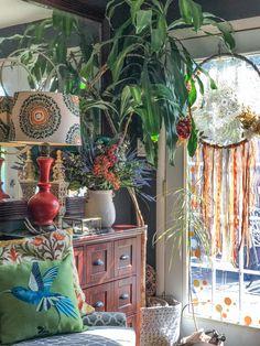 The 6 best tips to transform your living room into a Bohemian paradiseThe 6 best tips to transform your living room into a Bohemian paradiseMid Century Rattan Lounge Chair / Bohemian Chair / Boho Chic Cute Home Decor, Cheap Home Decor, Sunroom Decorating, Diy Decorating, Sunroom Ideas, Porch Ideas, Baroque Decor, Diy Shows, Diy Blog
