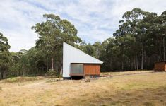 Designed by Maguire and Devine Architects, Bruny Island Hideaway is a compact off-grid cabin with a minimalist design inspired by Japanese architecture. Japanese Architecture, Architecture Design, Architecture Awards, Amazing Architecture, Ideas De Cabina, Bruny Island, Traditional Japanese House, Devine Design, Off Grid Cabin