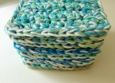 Free Crochet Coaster or Mug Rug Pattern - Easy Christmas gift to make!  :)