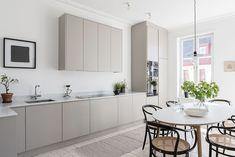 65 Gorgeous Modern Scandinavian Kitchen Design Trends - Lilly is Love Kitchen Interior, New Kitchen, Kitchen Decor, Kitchen Ideas, Warm Grey Kitchen, Stylish Kitchen, Country Kitchen, Scandinavian Kitchen, Scandinavian Style