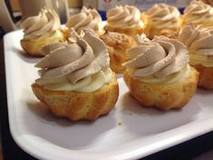 VÍKENDOVÉ PEČENÍ: Karamelové větrníčky Bosnian Recipes, Czech Recipes, Sweet Desserts, Four, No Bake Cake, Baked Goods, Sweet Tooth, Cheesecake, Muffin