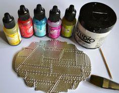 Gesso with Alcohol Ink sur base métal-Technique by Jennie Alcohol Ink Crafts, Alcohol Ink Painting, Alcohol Ink Art, Metal Crafts, Paper Crafts, Art Crafts, Gesso Art, Metal Embossing, Metal Stamping