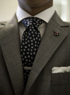 Pleasant pattern on the tie! And a nice wear, too. Spread collars create all the best lines.