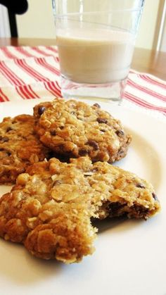 Vegan Oatmeal Chocolate Chip Cookies are a special treat for after school #vegan #recipe