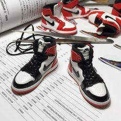 work in progress  _'Air Jordan 1_black toe' / 1:6 scale replica  handmade by kiddo_  #airjordan #aj1 #nike #blacktoe #chicago #sneaker #onesixthscale #handmade