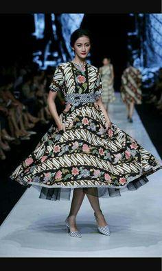 Bfhj Batik Kebaya, Batik Dress, Blouse Dress, Batik Fashion, Ethnic Fashion, Womens Fashion, Mode Batik, Fashion Design Sketches, Designer Dresses