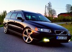 V70 looking good in the evening light