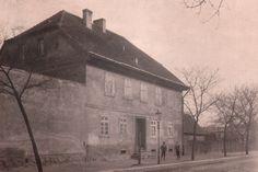Pierwsza siedziba biblioteki mieściła się przy Kaiserstrasse 1 (obecnie ul. Bernardyńska). Budynek został rozebrany pod koniec 1945 r. — w miejscu: ul. Bernardyńska, Bydgoszcz