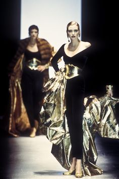 Beauty And Fashion 80s And 90s Fashion, Runway Fashion, High Fashion, Fashion Glamour, Nadja Auermann, Gianfranco Ferre, Gianni Versace, Supermodels, Catwalk