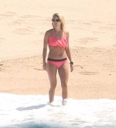 Carrie Underwood Bikini Pictures Mexico July 2016 | Look Back on Carrie Underwood and Mike Fisher's Mexico Trip Ahead of Their 7th Anniversary | POPSUGAR Celebrity Photo 26