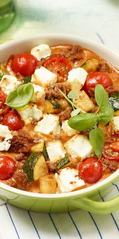 Zucchini mince- Zucchini-Hack-Auflauf Summer time is zucchini time! Fortunately, the vegetables can be used incredibly versatile – try out our zucchini hack casserole and let yourself be convinced of the delicious taste. Meat Recipes, Low Carb Recipes, Cooking Recipes, Healthy Recipes, Snacks Recipes, Keto Snacks, Grilling Recipes, Clean Eating Recipes, Healthy Eating