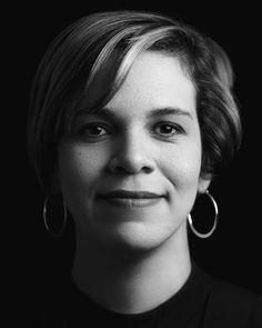 Black and white, low-key and high contrast portrait with Rembrandt lighting and black background (Dorka Fernández) – Alejandro Díaz Photography