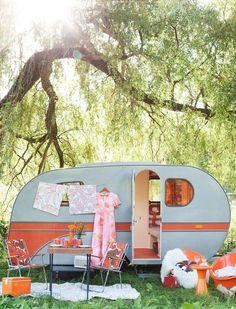 Vintage Camper - Love the colors!