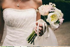 Love the gorgeous simplicity of the bouquet