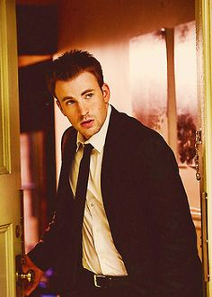 Chris Evans, is gorgeous. I remember I first saw him Fantastic Four and I fell in love with him. Then I see him in Captain America and I was just *sigh* Capitan America Chris Evans, Chris Evans Captain America, Robert Evans, David Evans, Christopher Evans, Lisa, Dan Stevens, Raining Men, Evan Peters