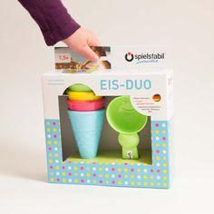 Must Have für den Spielplatz: Das Eis Duo von Spielstabil besteht aus vier Eistüten und einem Eisportionierer. Das Eis-Sandspielzeug ist bei den Kleinen sehr beliebt und wenn man Glück hat, bekommt man gaaanz viel leckeres Sandeis serviert :-). Das...