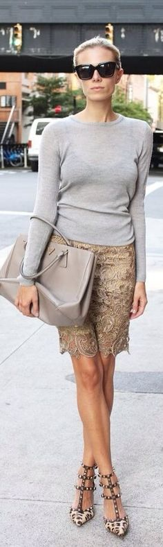 Gray sweatshirt with lace skirt and leopard Valentino pumps. Mode Style, Style Me, Classic Style, Work Fashion, Fashion Looks, Street Chic, Belle Photo, A Boutique, Autumn Winter Fashion