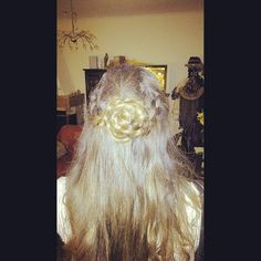 A wonderful flower on my hair from a good friend