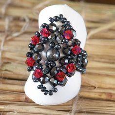 Réalisée par PogonaAvec une perle centrale au lieu d'un strass ! Super belle !!