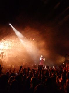 Florence and the Machine live at The Odyssey 9.9.2015  https://analogueboyinadigitalworld.wordpress.com/2015/09/11/florence-and-the-machine-live-at-the-odyssey-9-9-2015/