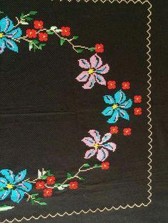 seccade 1    HUZUR SOKAĞI (Yaşamaya Değer Hobiler) Christmas Cross, Embroidery Stitches, Elsa, Diy And Crafts, Alphabet, Cross Stitch, Cross Stitch Embroidery, Towels, Crochet Stitches