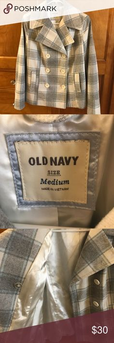 Old Navy Pea Coat Adorable Old Navy peacoat. Worn for one season and then hidden away in my closet so it's time to let it go! Great condition inside and out. Kept me nice and warm in Washington state 😊 Old Navy Jackets & Coats Pea Coats