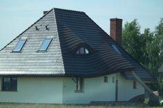 Dom zintegrowany ze zwalonym drzewem?   Fallen tree built into a house?
