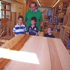 Luxury In der Werkstatt lernen die Kinder wie M bel gebaut werden und wie die Oberfl che mit