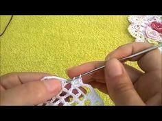 DIY centrinho quadrangular amor perfeito de crochê - YouTube