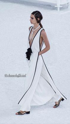 Style Couture, Haute Couture Fashion, Fashion Week, Runway Fashion, Paris Fashion, Chanel Fashion Show, Mode Chanel, Models, Fashion Show Collection